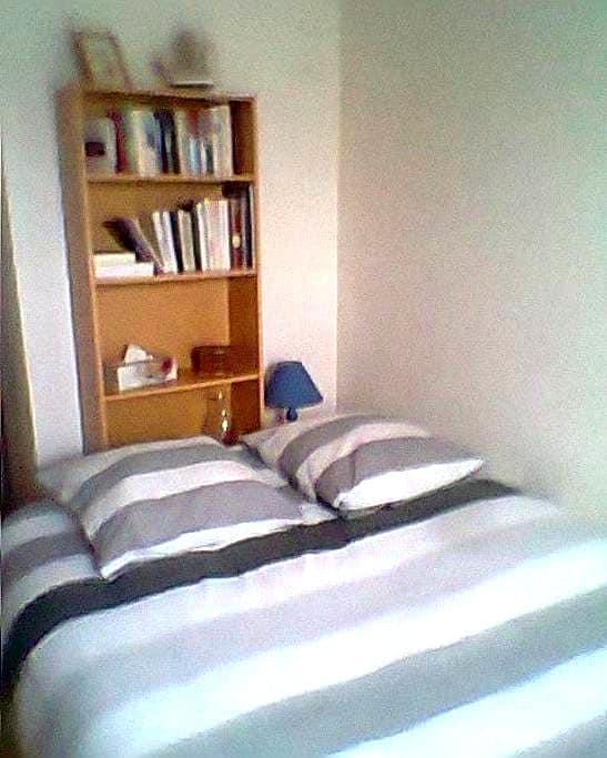 Chambre d'environ 12 m² - Chemillé-Melay - Appartement
