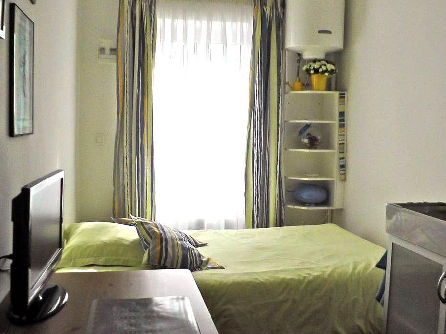 Chambrette d'Hôte sous les toits - Marseille - Appartement