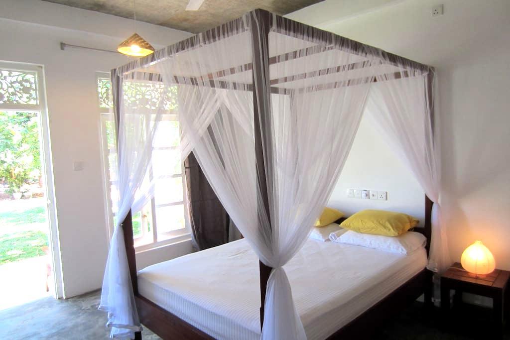 Your hideaway in Mirissa room no 1 - Weligama - Bed & Breakfast