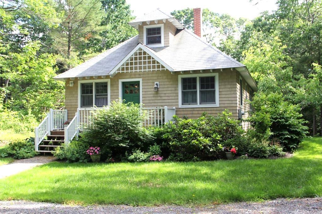 Sweet Garden Cottage in Rockport - Rockport - House