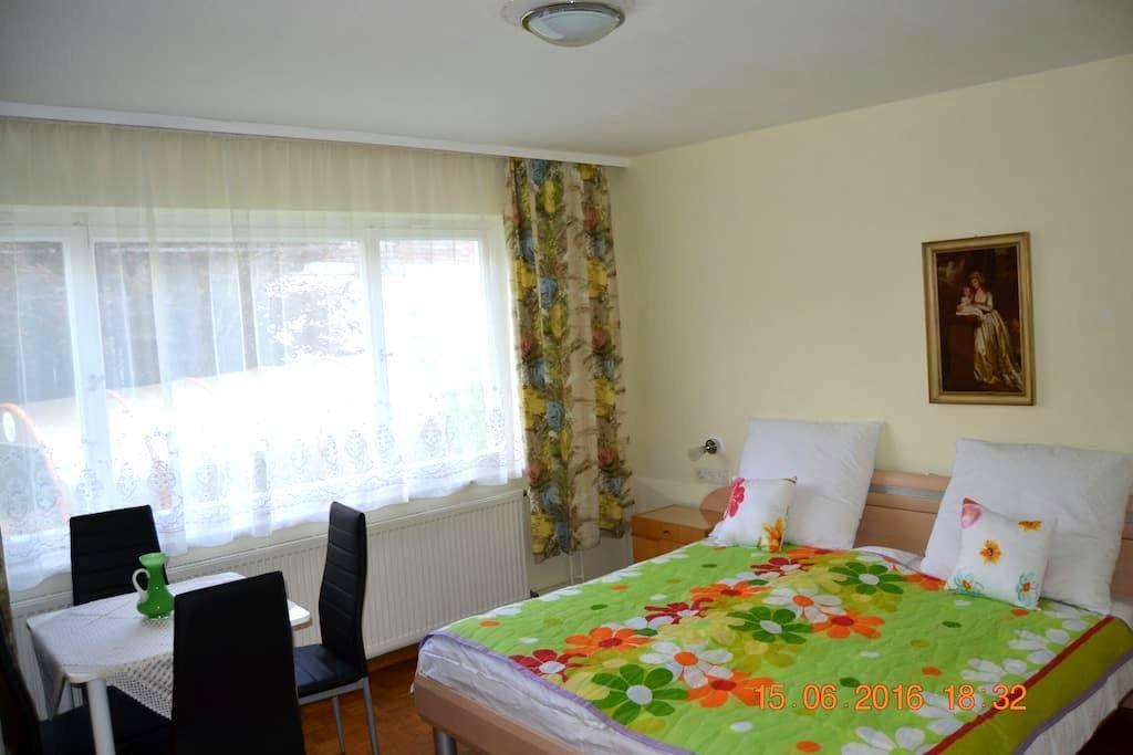 Schönes gemütliches Zimmer - Reutlingen - Hus