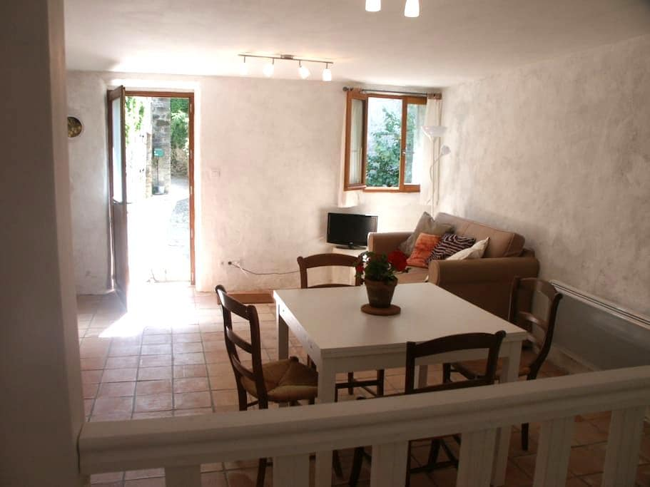 Apartment in historic village  - Termes
