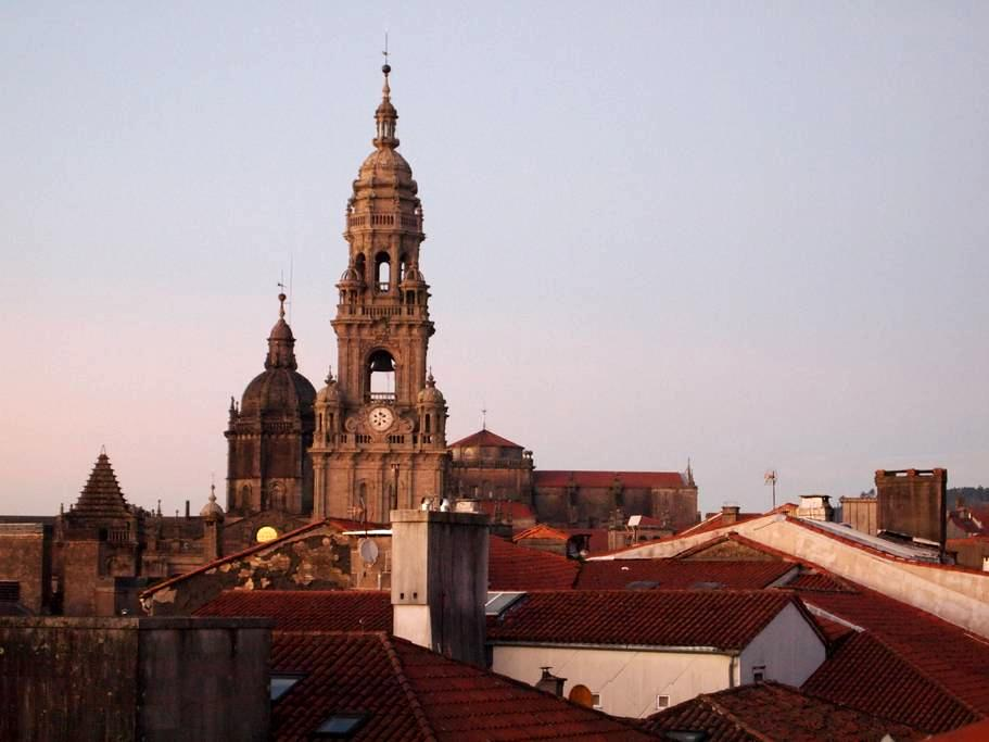 Large Apt by the Cathedral! up to 10 persons - Santiago de Compostela - Dům