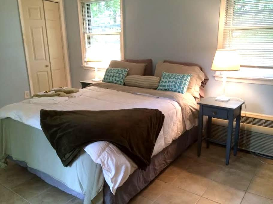 Cottage near Wineries and Breweries! - Afton