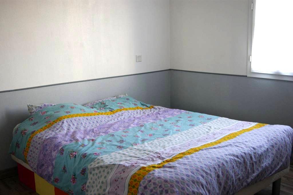 Chambre dans maison à la campagne + petit déjeuner - Saint-Martial-d'Albarède - House