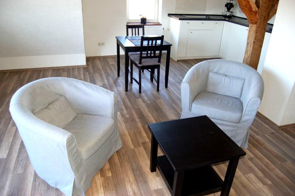 Wohnung im Fachwerkhaus mit Parkplatz - Kassel - Lägenhet