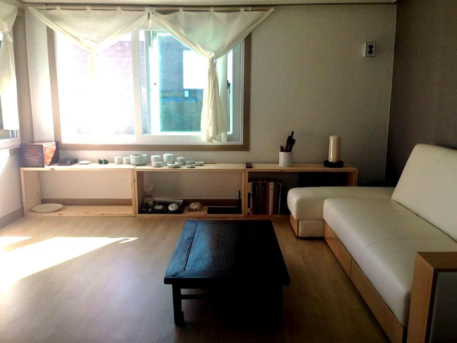 """Haenggung House _ """"The story of Rooftop"""" - 수원시 - Guesthouse"""