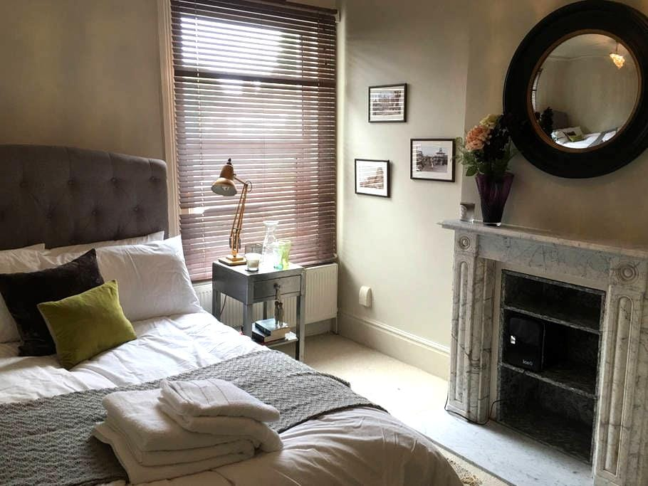 Cosy room in Victorian house - Worthing - Hus