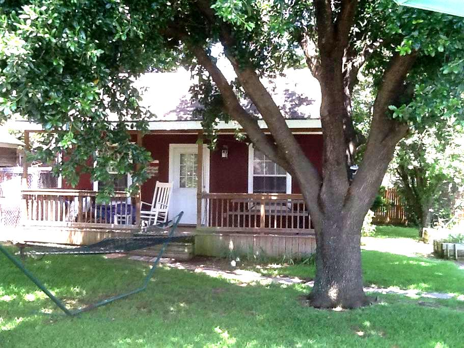 Private Guest House - Southlake - Bed & Breakfast