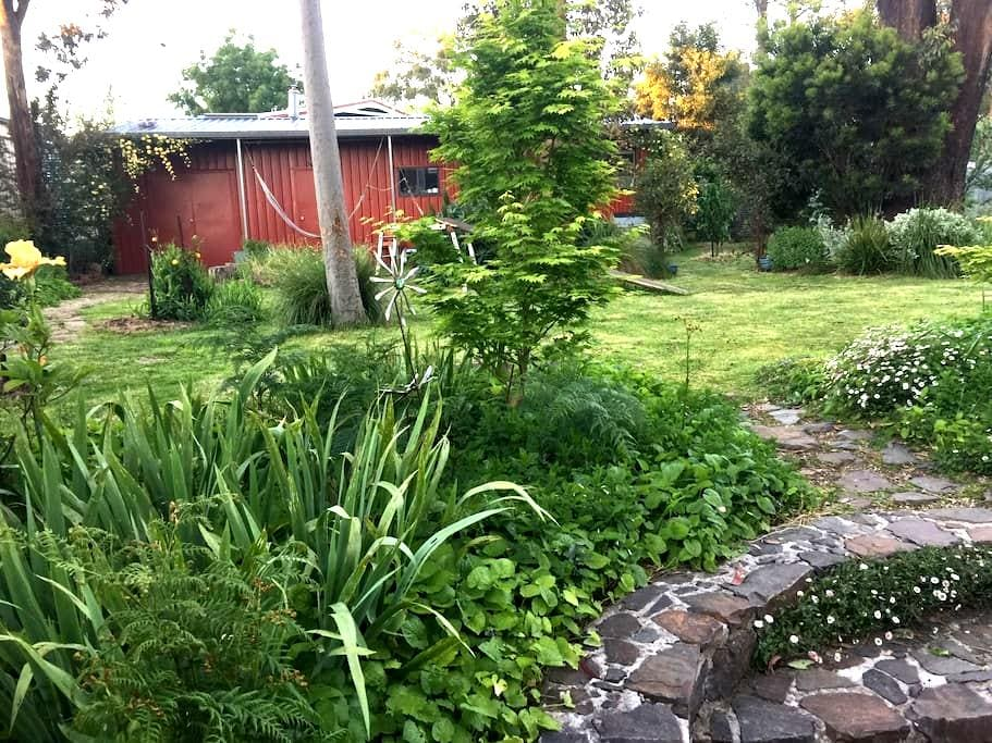 Tranquil self-contained cabin. - Kinglake - Stuga