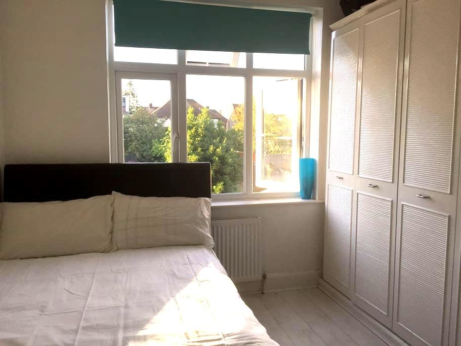 Cosy rooms in lovely family home - Luton
