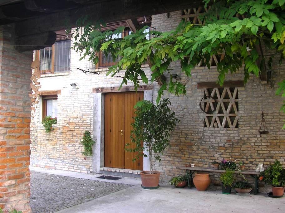 Accogliente rustico in campagna - Teglio Veneto - House