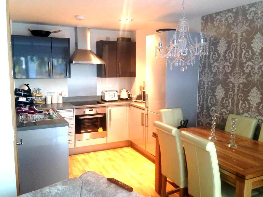 Beautiful Room in Gated Luxury Apartment - Basildon