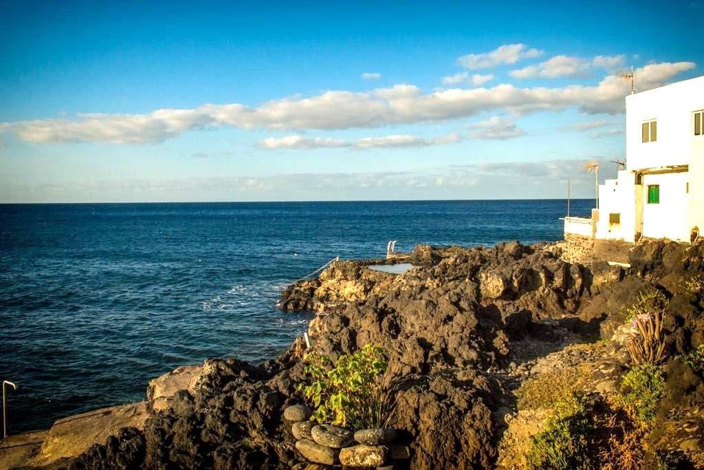 COZY BEACH HOUSE RIGHT AT THE WATER • smallvillage - Santa Cruz de Tenerife