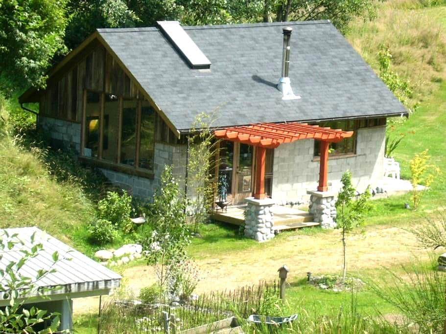 Pet & Pedal Friendly on 7.4 acres! - Greenbank - Cottage