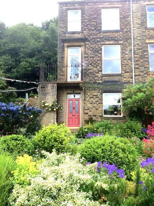 Ground floor 1 bed flat - Huddersfield - House