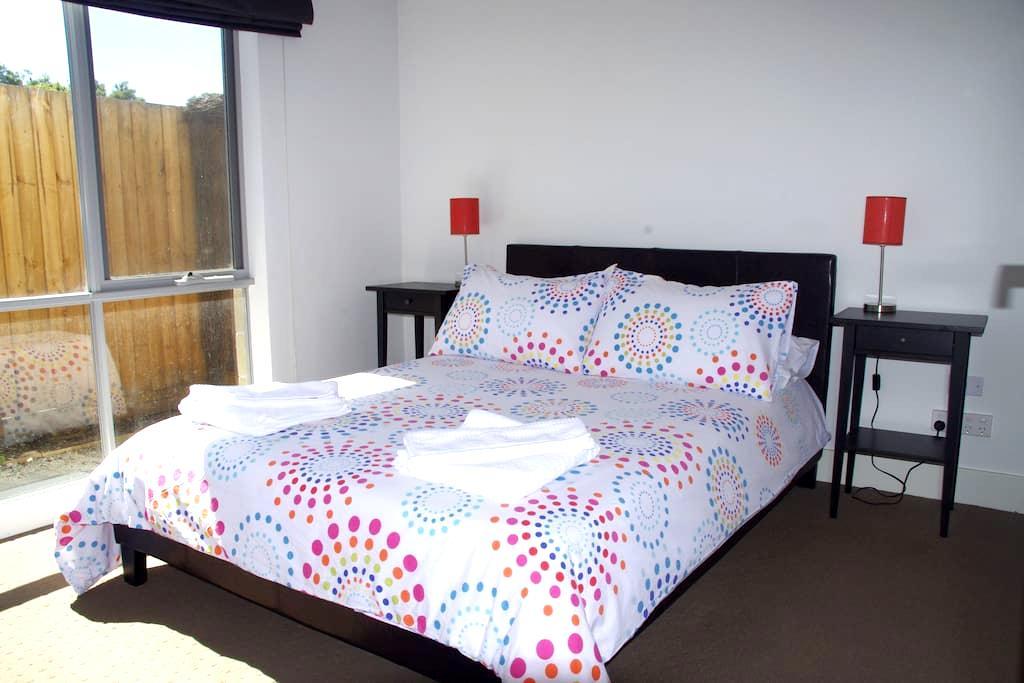 2 bedrooms and a Yard in Mentone!! - Mentone - Apartamento