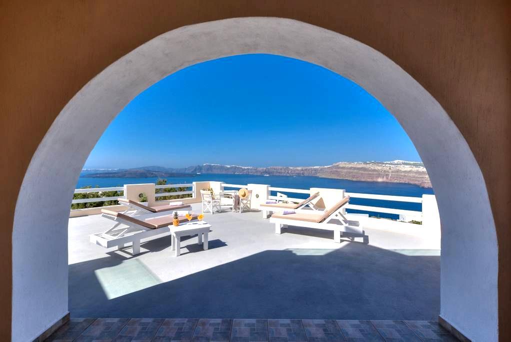 Akrotiri apartment with caldera view 1 - Akrotiri