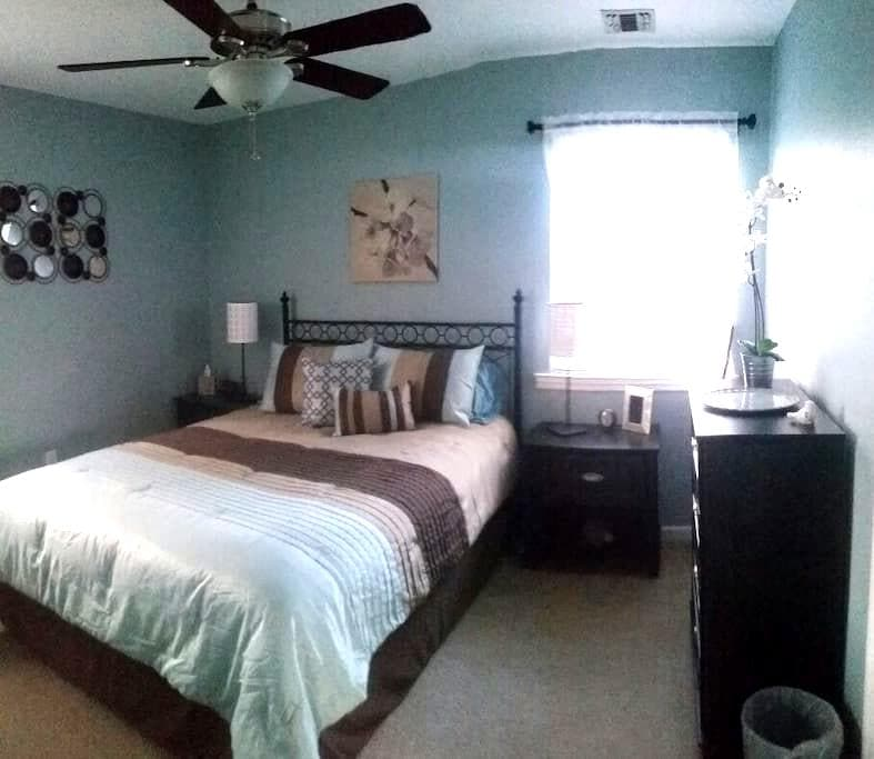 New modern  clean room  in centereach - Centereach - Talo