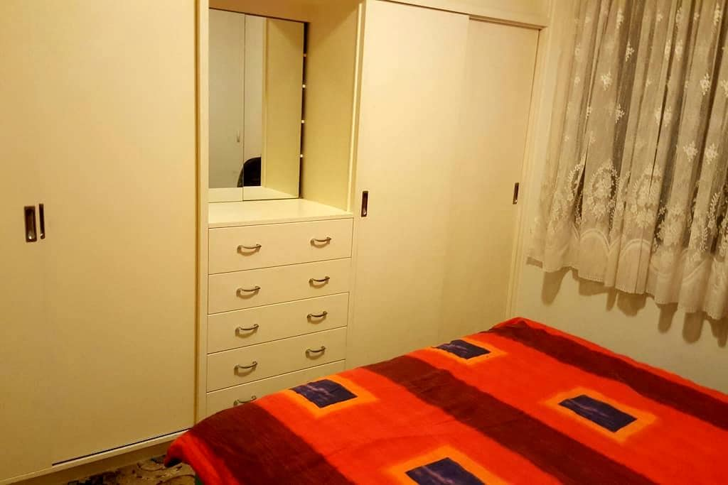 Lovely large room for  $30pernight - Kingsbury