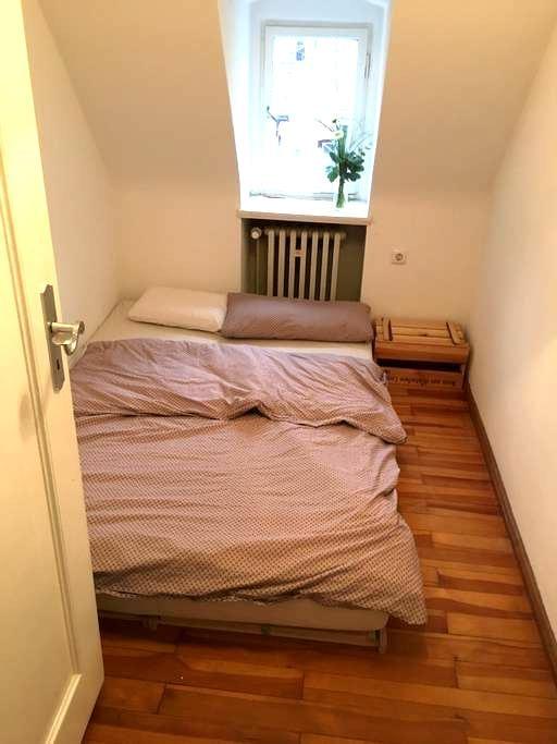 Minimalistisches schönes Zimmer - Augsburg - Rumah