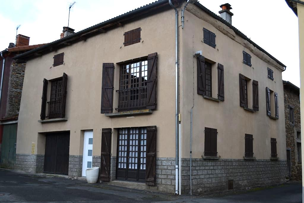 Appartement dans maison de Bourg - Arlanc - Apartment
