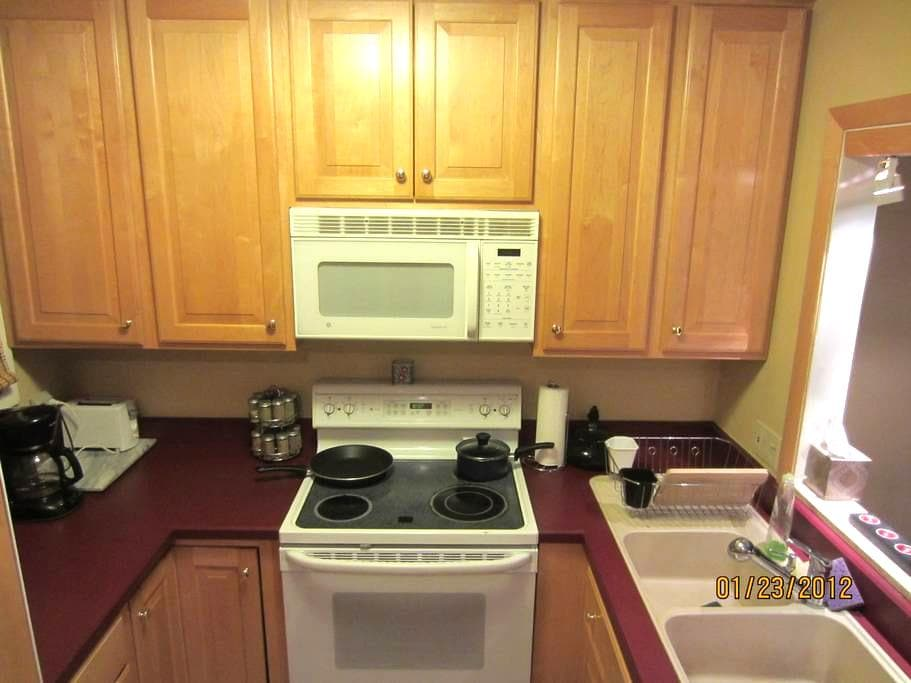 Comfy Townhouse 5min to Mt. Snow - Dover - Apartment