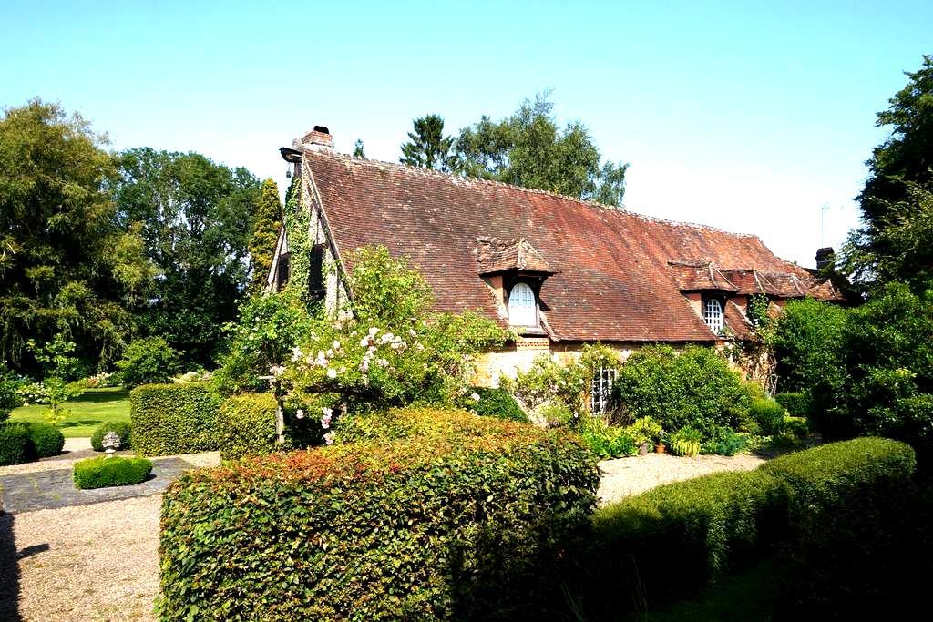 Belle demeure en pleine campagne avec 1 ha de parc - Le Coudray-Saint-Germer