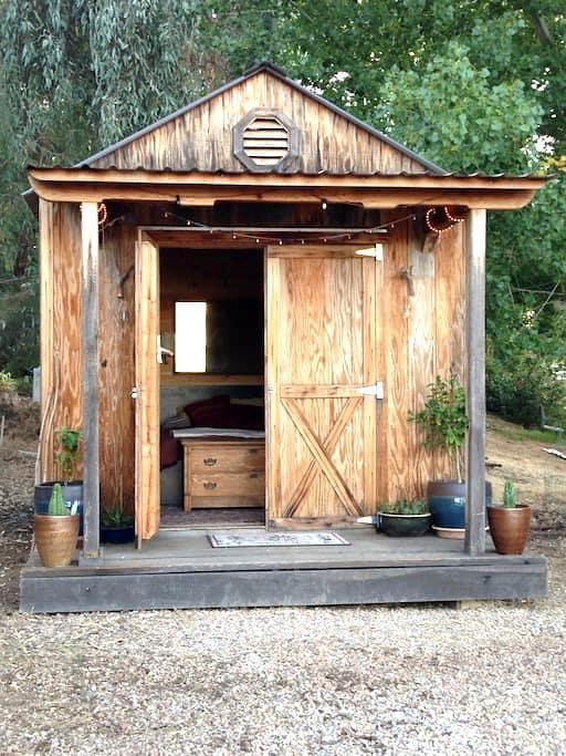 Casita La Paz- private bungalow at The Refuge - Jamestown - Bangalô