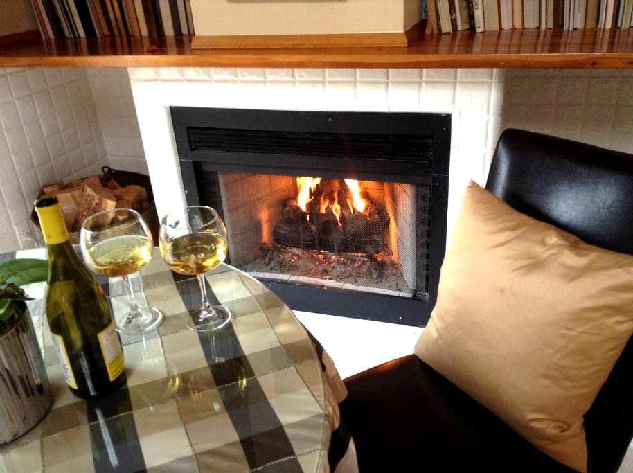 "Sunny, Luxurious Retreat for Two-- ""The Glen"" - Scotts Valley - ที่พักพร้อมอาหารเช้า"