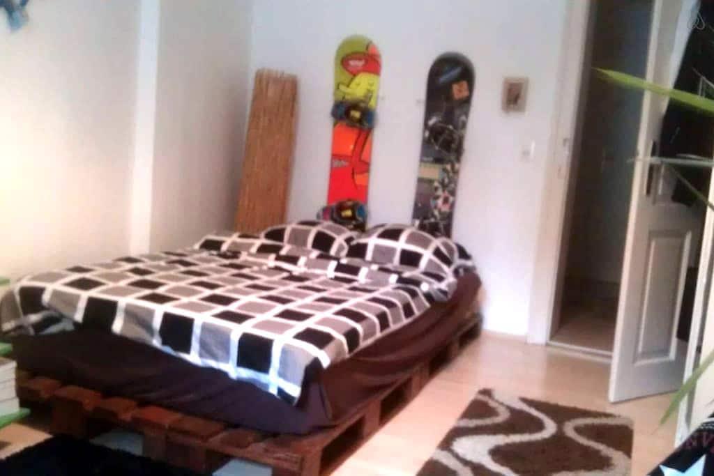 Zimmer in gemütlicher 3 er WG =) - Innsbruck - Appartement