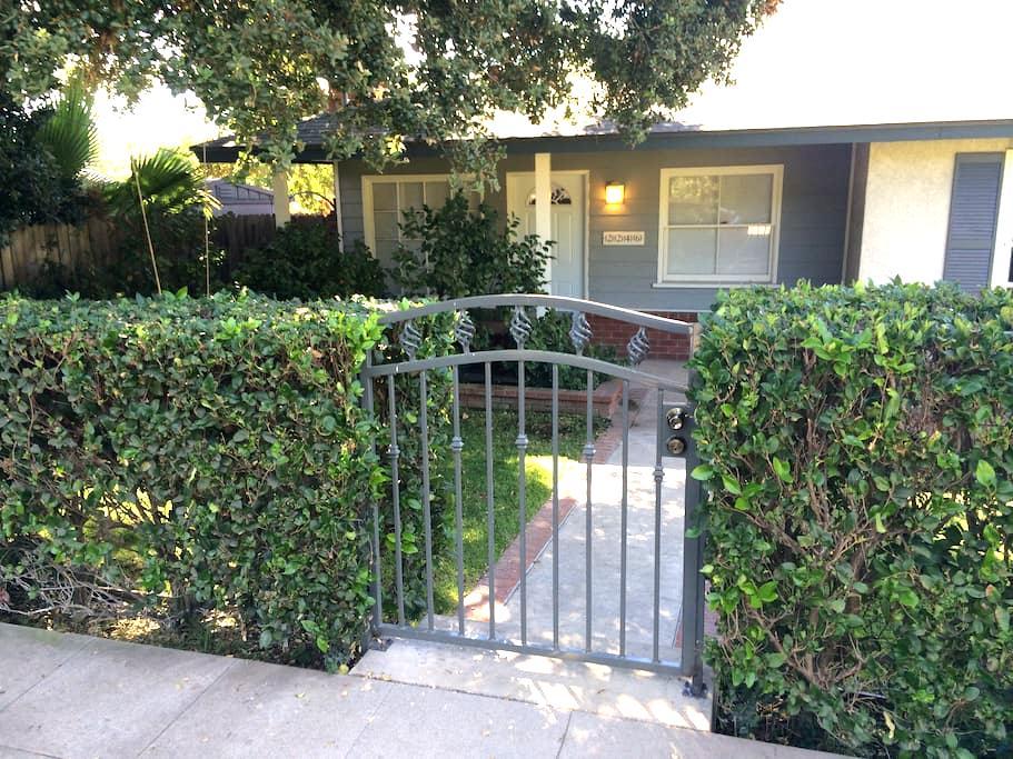 Perfect For Families in Pasadena! - Pasadena