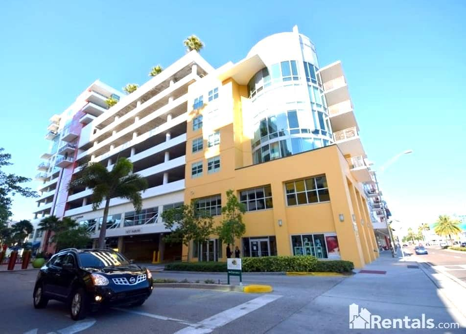 DOWNTOWN Condo near everything!! - Tampa - Appartement