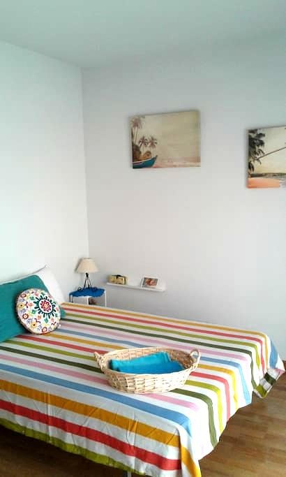 Dazzling room in painters´s house. - Layos - Selveierleilighet