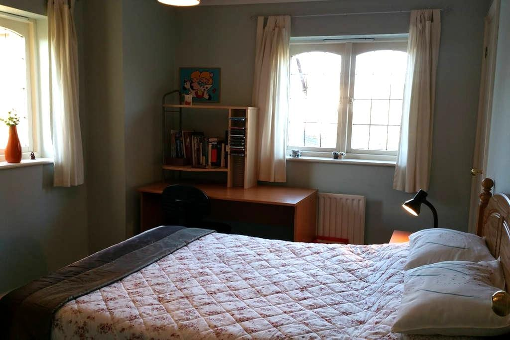 Peaceful Private Room with Lovely View - Kempston
