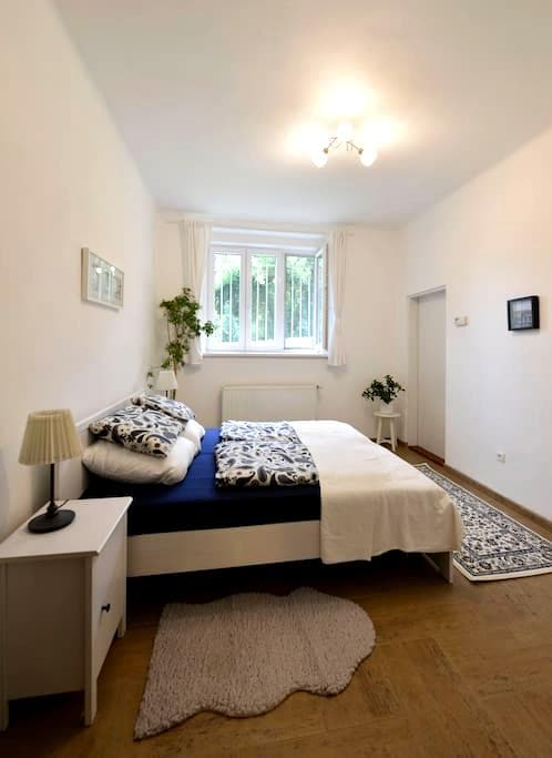 Quiet and cosy apartment close to the centre - Прага - Квартира