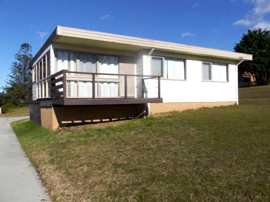 Beach House / Holiday Home - Tuross Head