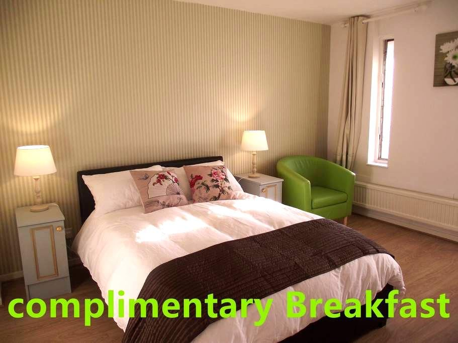 Room Central MK-Complementary Breakfast - Milton Keynes - Townhouse