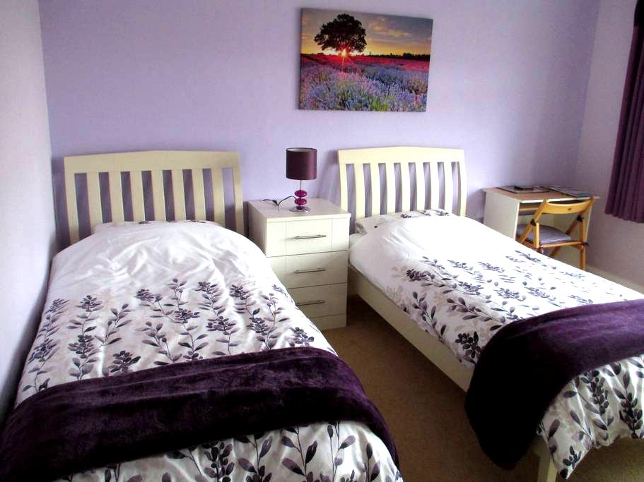 LARGE TWIN ROOM CLOSE TO CITY - Chelmsford - Bed & Breakfast