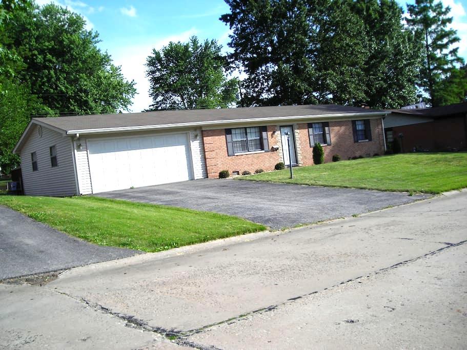 Entire Home near St. Louis & SAFB - Belleville - Ev