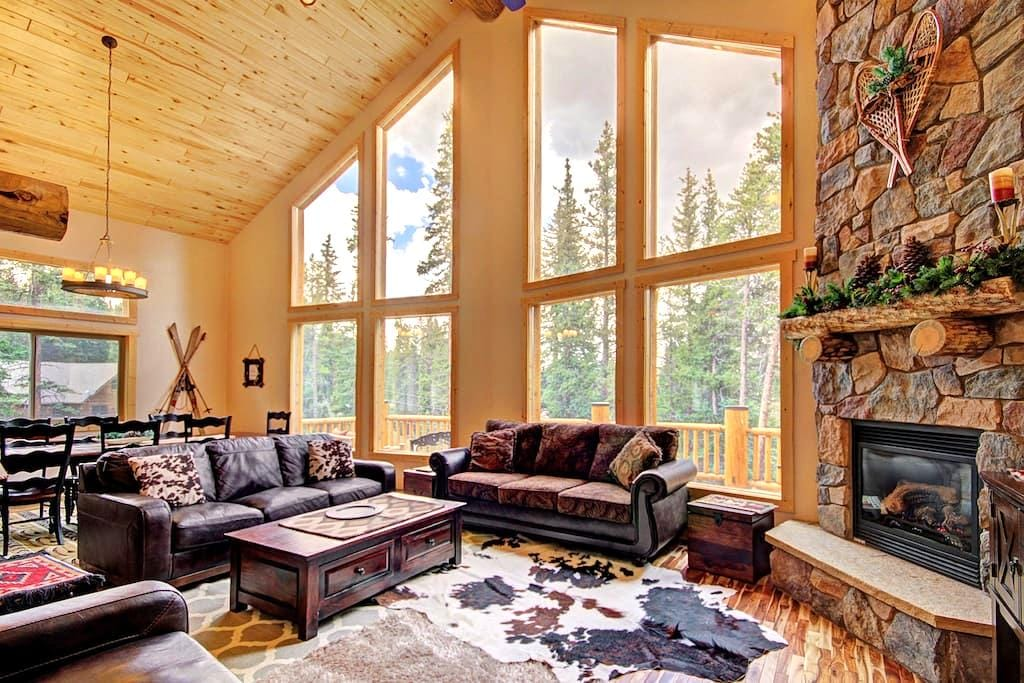 Grand Moose Lodge - Mountain Retreat with Hot Tub - Blue River