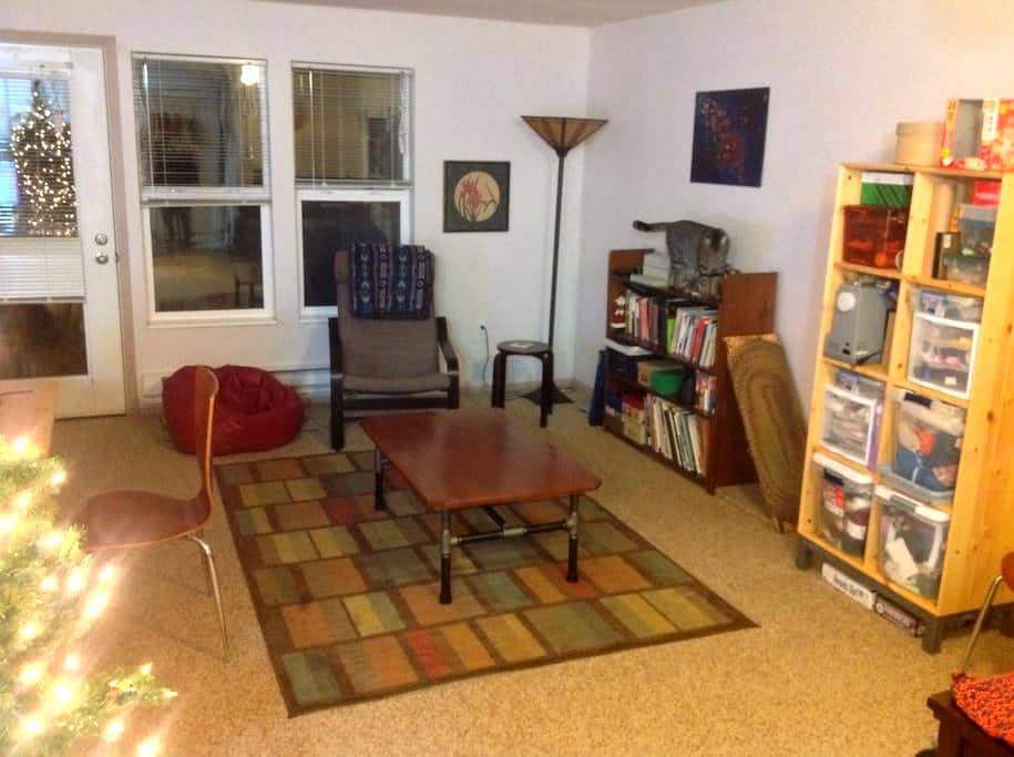 Private bed & bath w/cable and more - Corvallis - Apartment