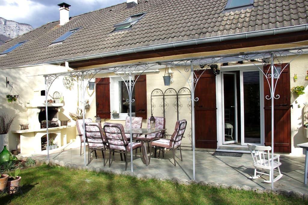 la petite maison au bord de l'eau - Saint-Alban-Leysse - Casa