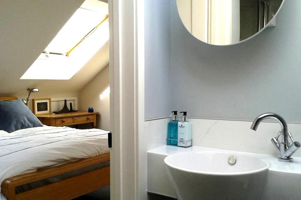 Double bedroom with ensuite shower room - Saint Albans - Hus