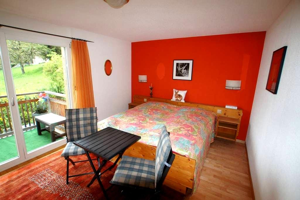 Guestroom with privat bath and balcony - Sigriswil - Huoneisto