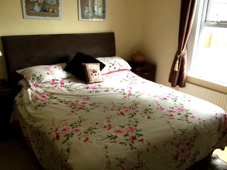 Comfortable welcoming family home - Wokingham - Casa