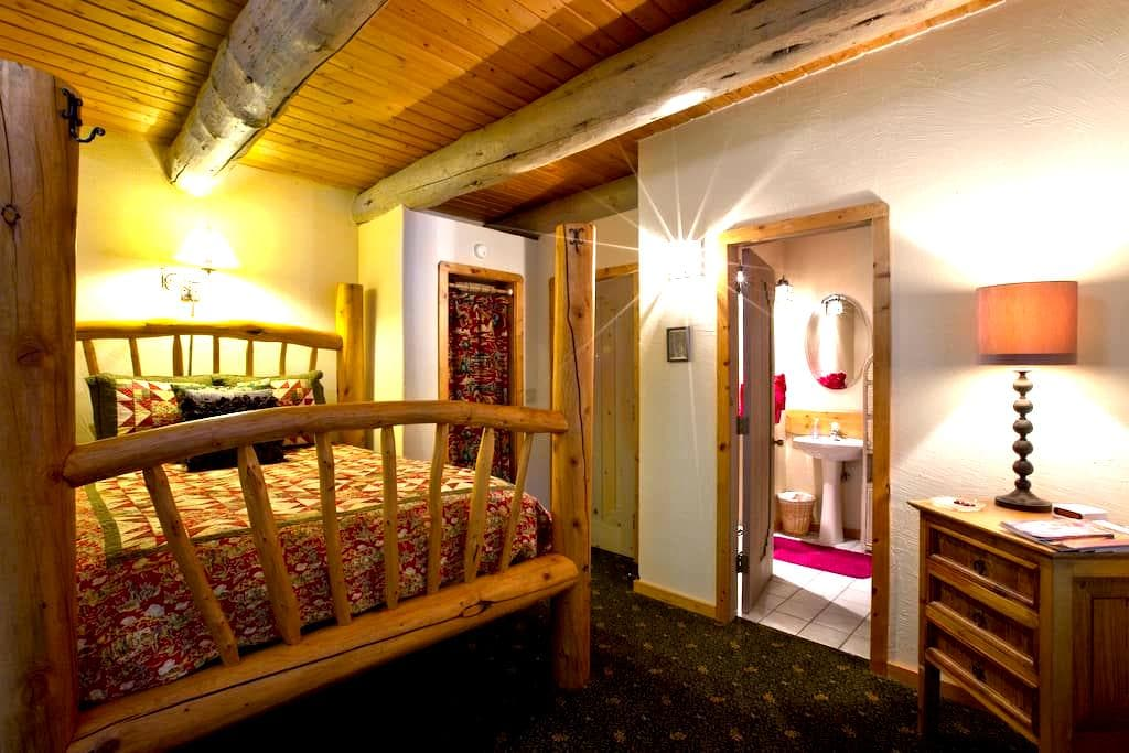 Patty's Room of Mariposa Lodge - Steamboat Springs - Bed & Breakfast