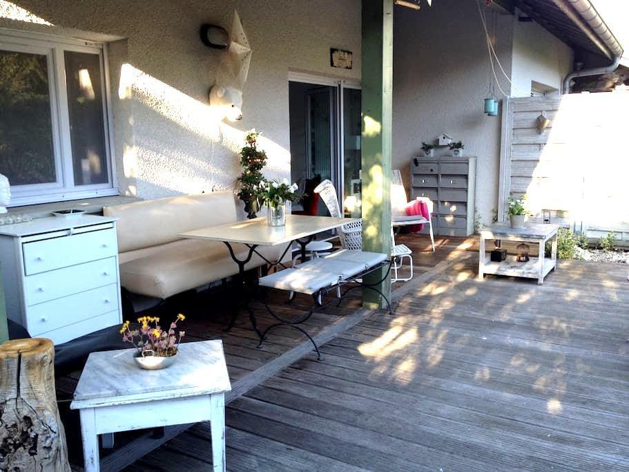 Appartement avec terrasse et jardin - Viviers-du-Lac
