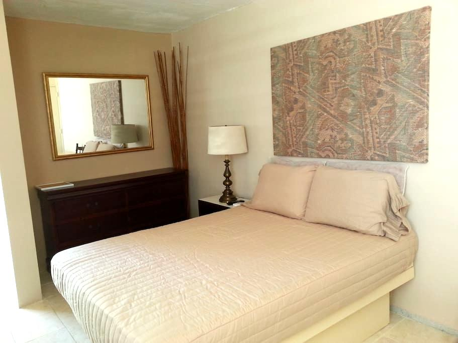 #A 2nd FLOOR FURNISHED ROOM/MINI STUDIO QUEEN BED - Ponce - Apartment