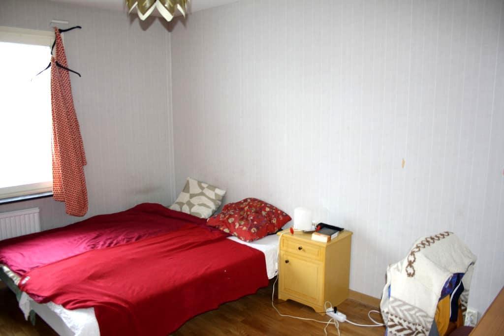 Double room in Rosengård center, close to Möllan - Malmö - Apartment